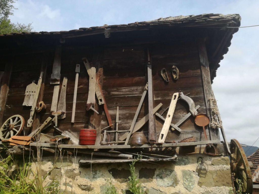 Domaćinstvo Obradović, Podbukovi