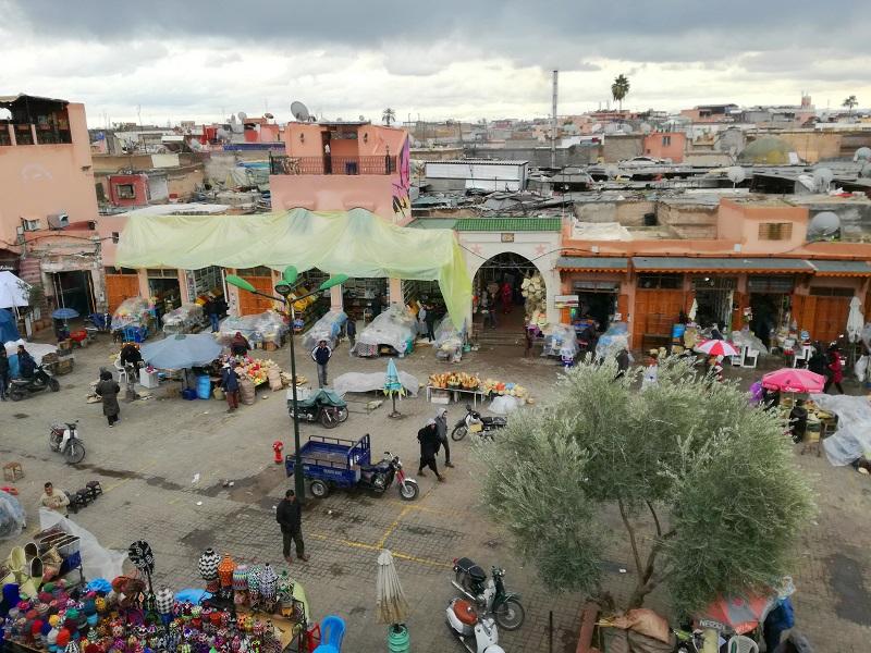 Pogled na tržnicu sa terase restorana