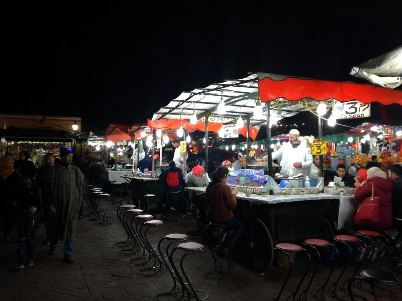 Tezge sa hranom na trgu Džema el-Fna, Marakeš